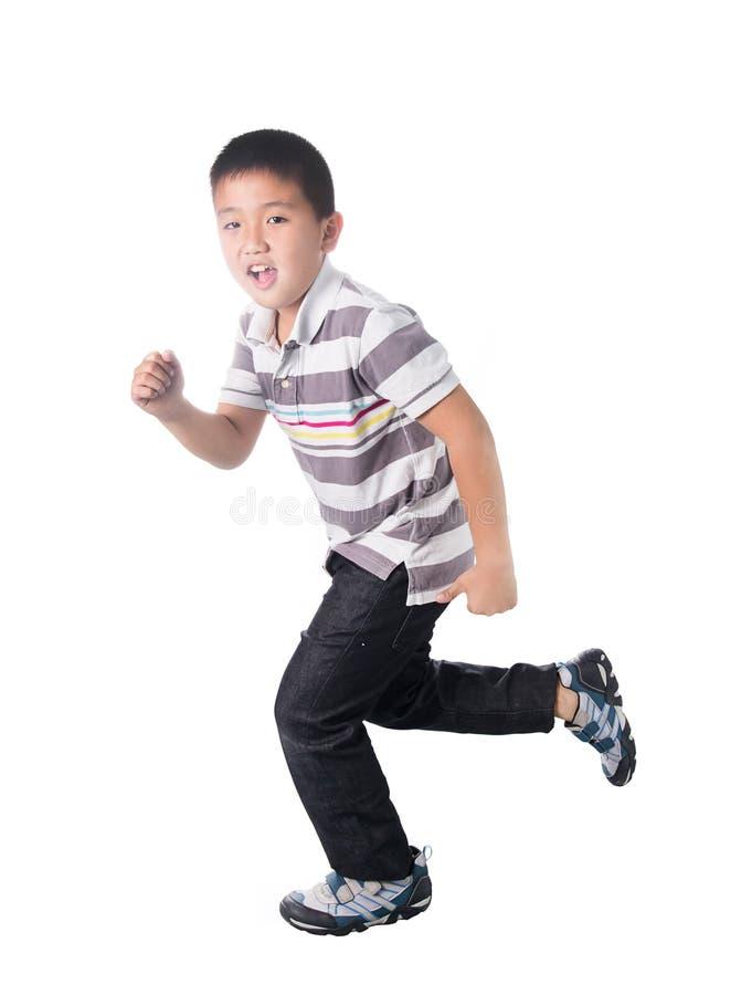 亚洲男孩赛跑,隔绝在白色背景 图库摄影