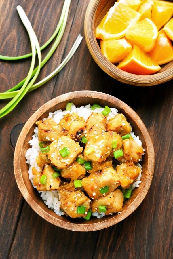 亚洲盘鸡肉用橙色调味汁 免版税库存照片