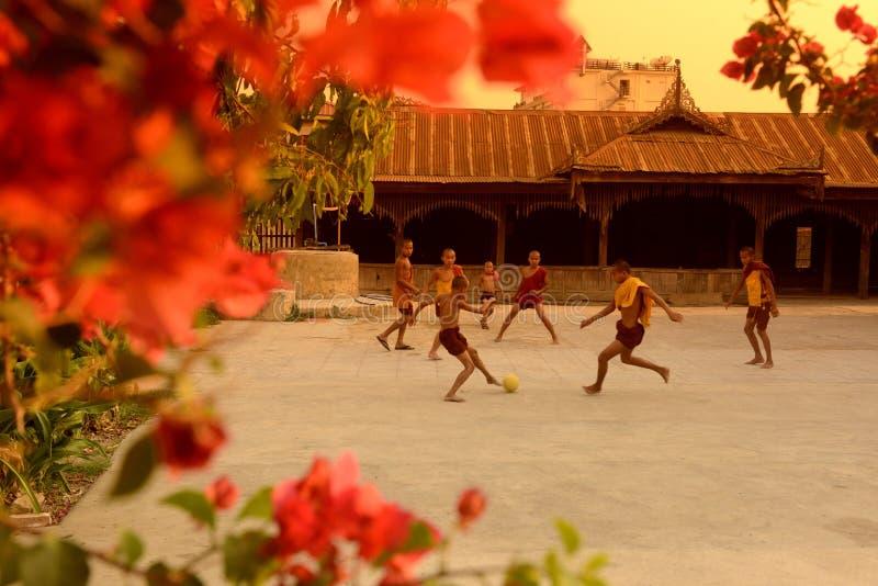 亚洲缅甸NYAUNGSHWE足球橄榄球 免版税库存照片