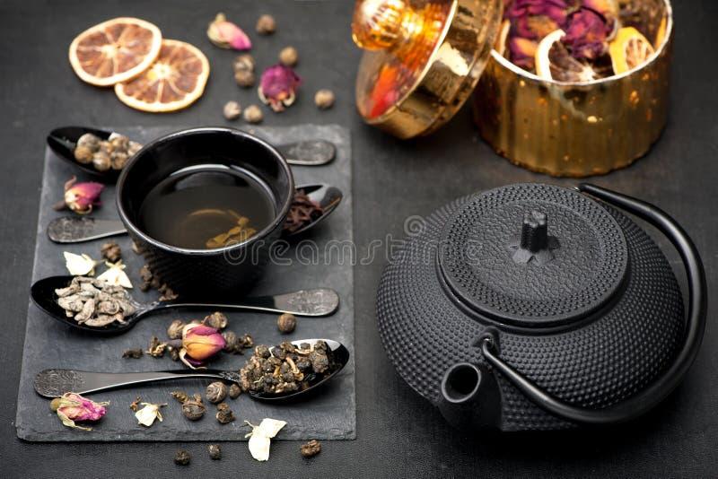 亚洲茶具绿茶 免版税库存图片