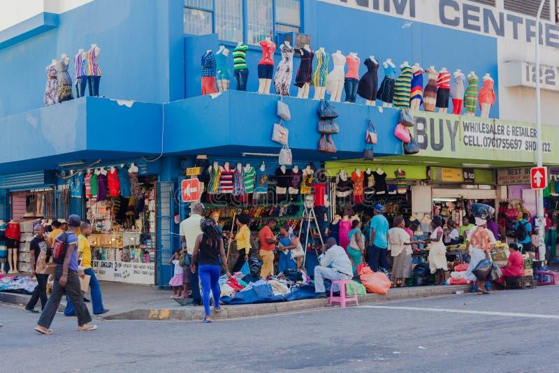 亚洲衣物Mannaequins贸易存储 库存图片