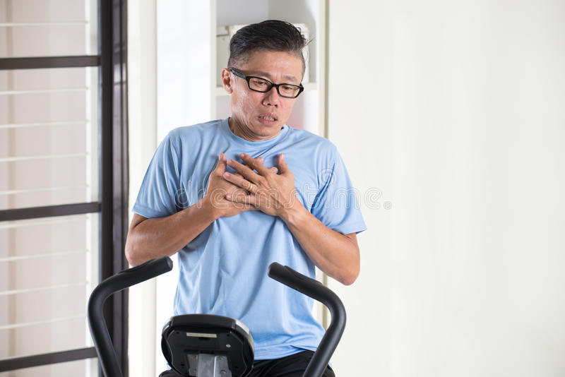 Download 亚洲资深男性心脏痛苦 库存图片. 图片 包括有 活动家, 退休人员, 痛苦, 创伤, 健康, 适应, 生活方式 - 62537195