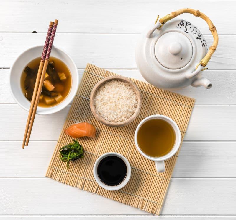亚洲食物、米和生鱼, topview 免版税库存照片