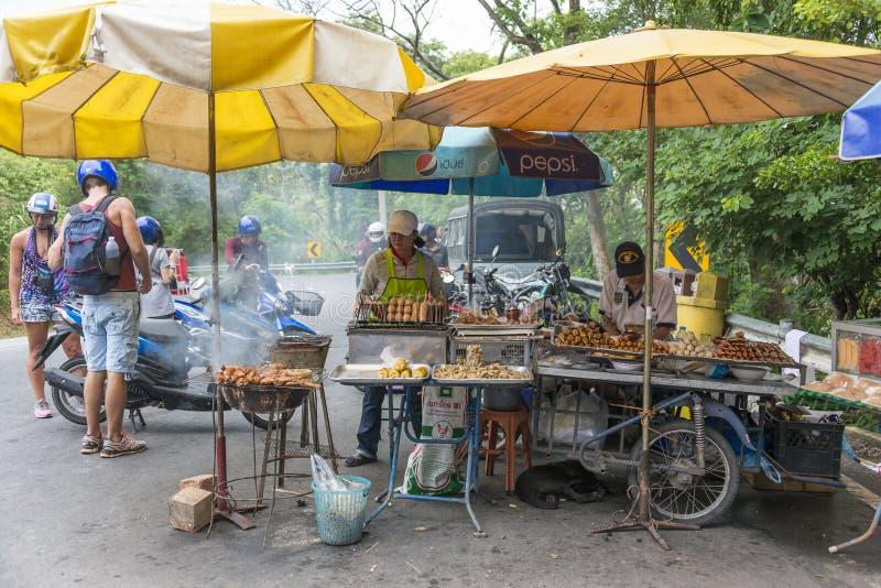 亚洲食物、肉和鱼在烤肉 库存照片