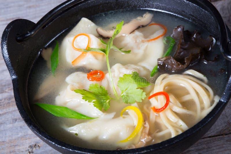 亚洲饺子汤 图库摄影