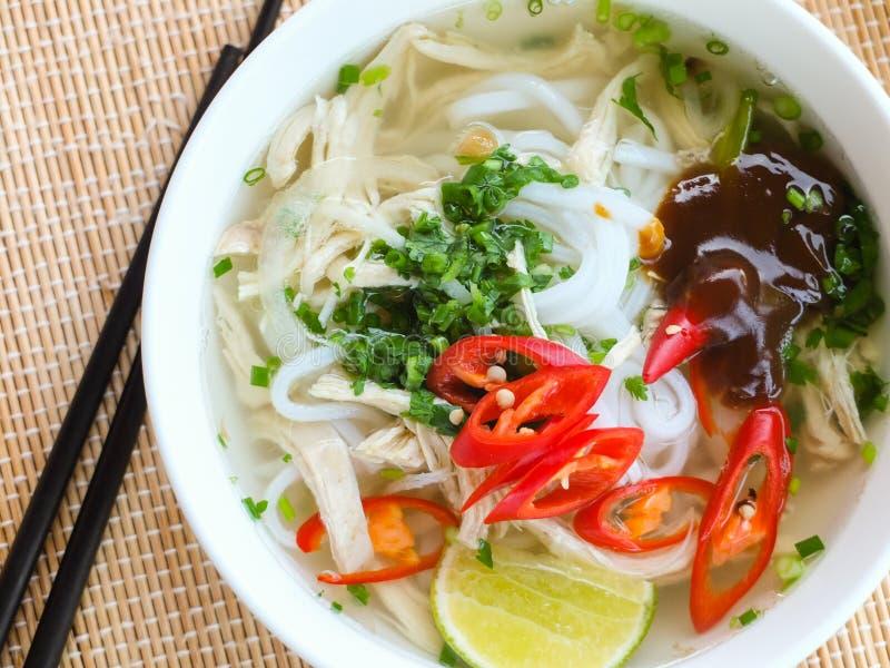 亚洲鸡米线汤 免版税库存照片