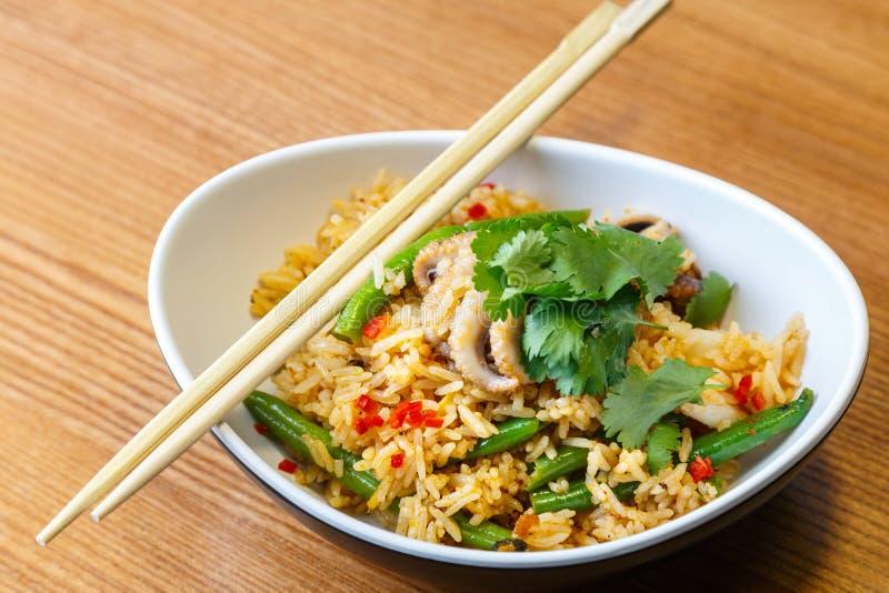 Download 亚洲riÑ  e用海鲜和菜 库存照片. 图片 包括有 卵形, 棍子, 波儿地克的, 聚会所, 新鲜, 原始 - 72355310