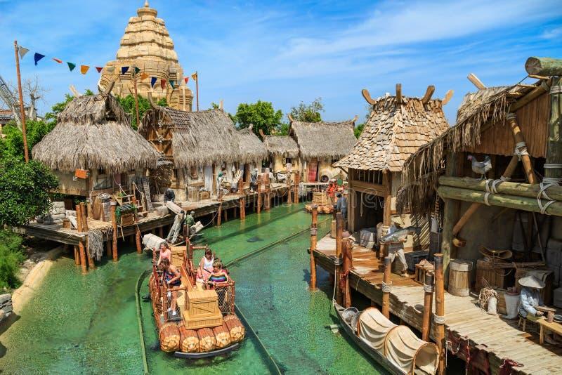 交互式水吸引力吴哥 主题乐园口岸Aventura在城市萨洛角,西班牙 库存照片