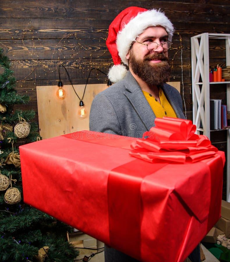 交付圣诞礼物 背景配件箱发运英俊查出在服务白色工作者 圣诞节来 圣诞老人传讯者 礼物交付 人圣诞老人帽子交付 库存图片