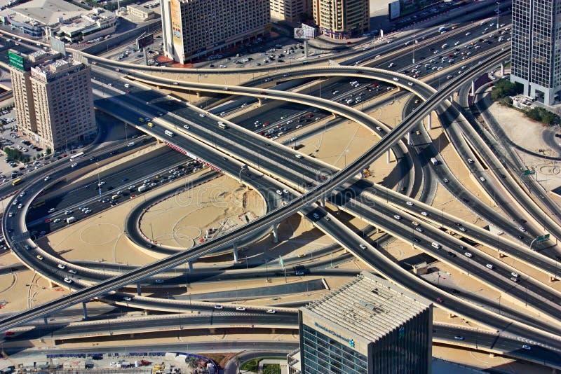 交叉点鸟瞰图在街市迪拜 库存图片