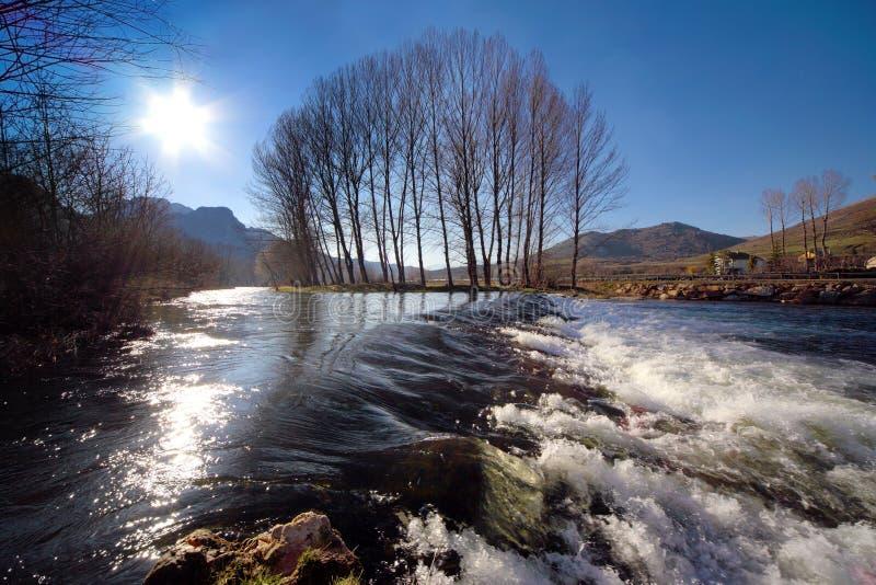 交叉轻的河 库存照片