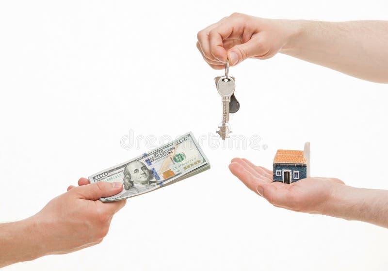 交换钥匙和金钱的商人 库存照片