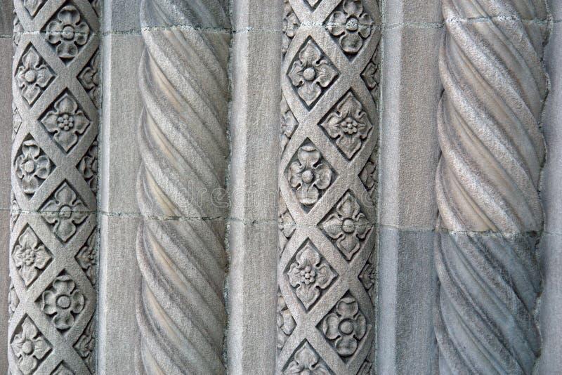 交替的银行水泥设计老柱子 免版税库存照片