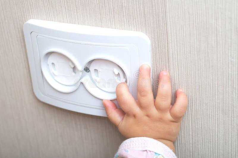 交流电能出口的电子可靠性在家 免版税图库摄影