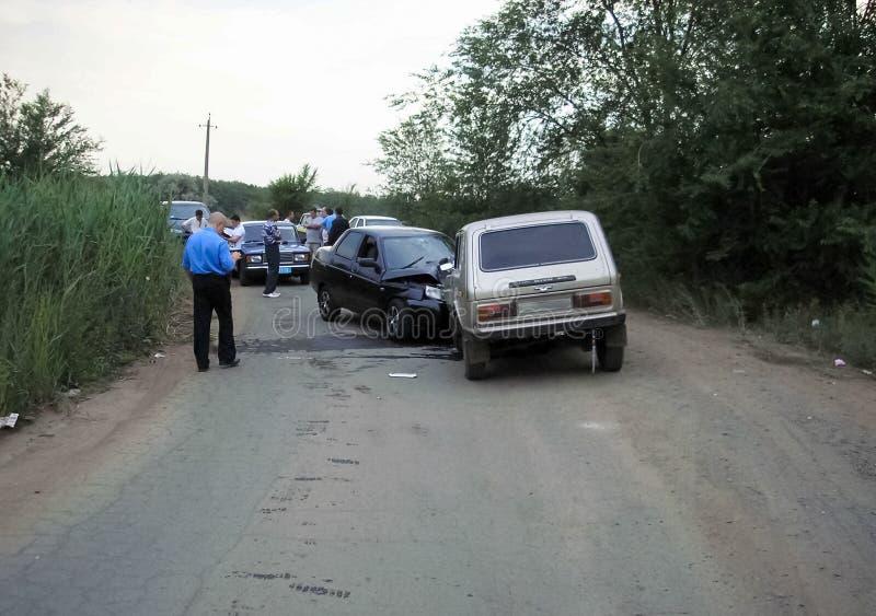 交通事故,一辆被击毁的汽车的后果 公路交通事故 库存图片