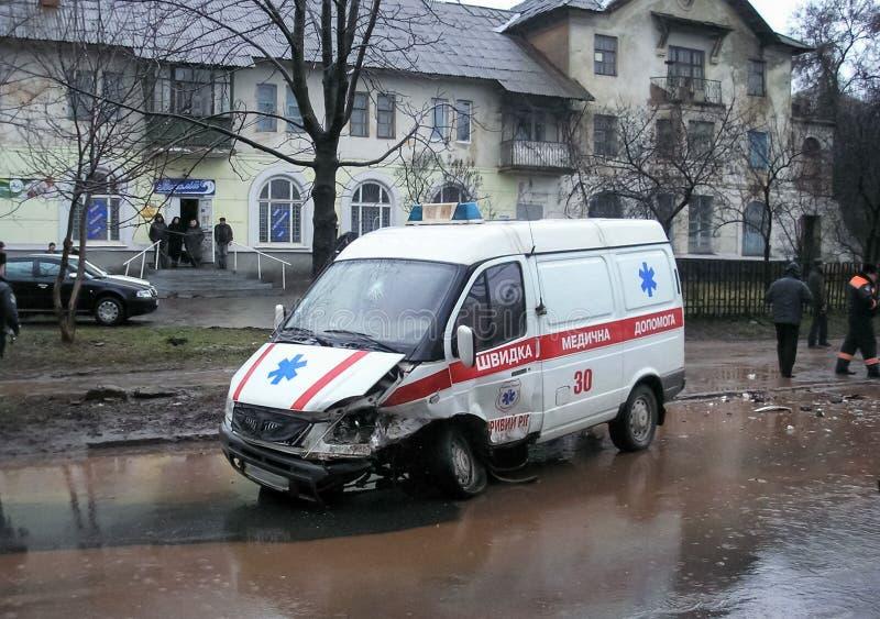 交通事故,一辆被击毁的汽车的后果 公路交通事故 图库摄影