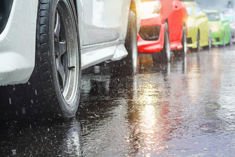 交通堵塞在一个雨天 免版税图库摄影