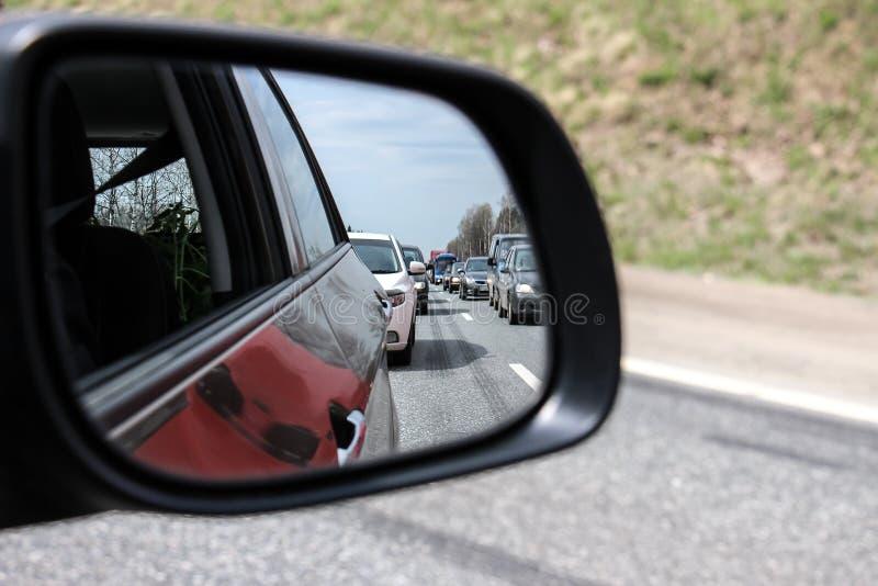 交通堵塞通过后视镜 库存照片