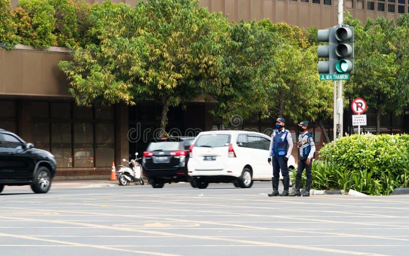 交通官员当班在Thamrin街道,雅加达,印度尼西亚 免版税库存照片