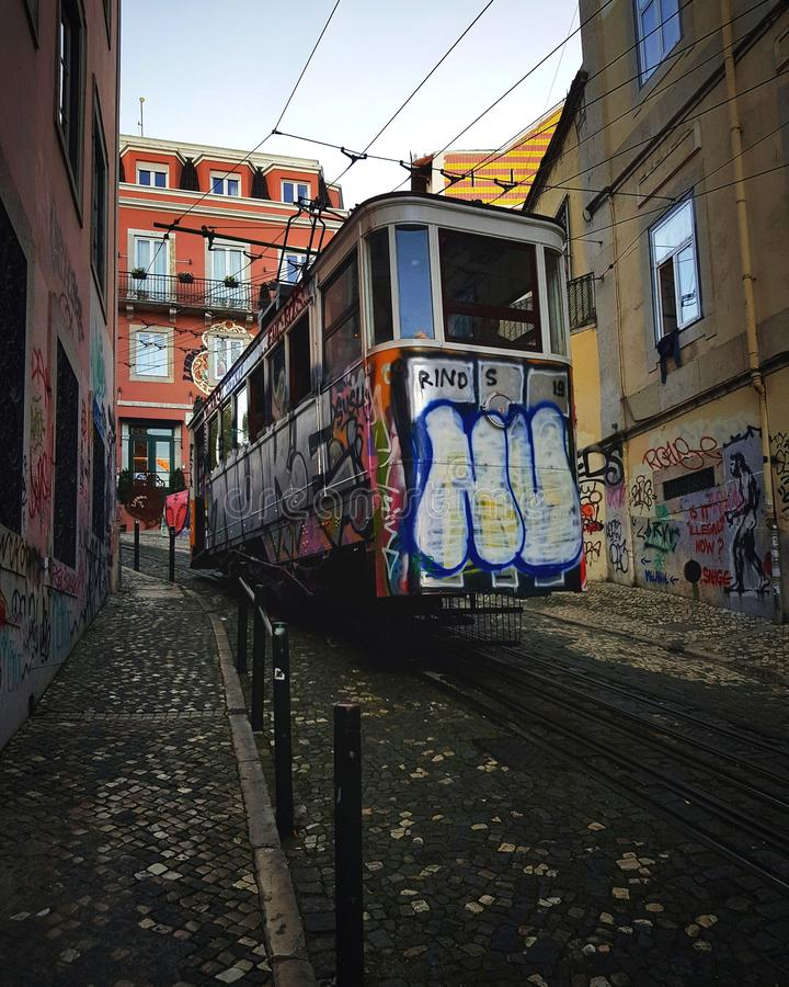 交通工具的推力在里斯本,葡萄牙 库存照片