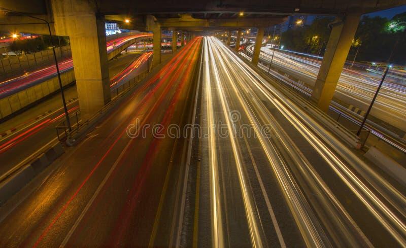 交通汽车光在街道,高速公路,高速公路, motorwa上落后 免版税库存照片