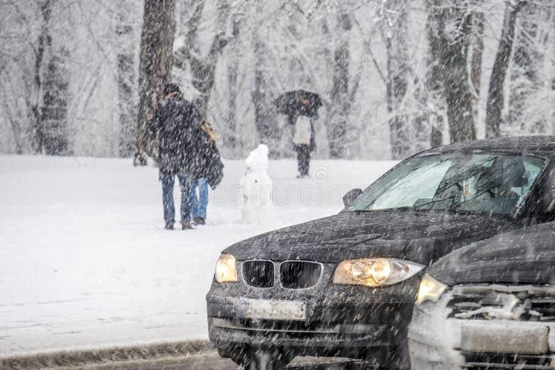 交通的冬天概念在冬时的 库存照片