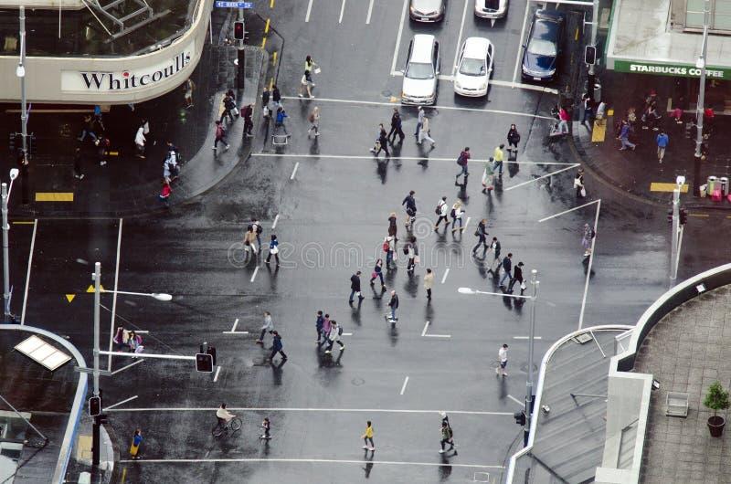 交通鸟瞰图在女王/王后街道上的在奥克兰新西兰 免版税库存图片