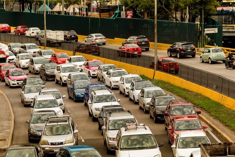 交通-高峰时间墨西哥城 免版税库存照片