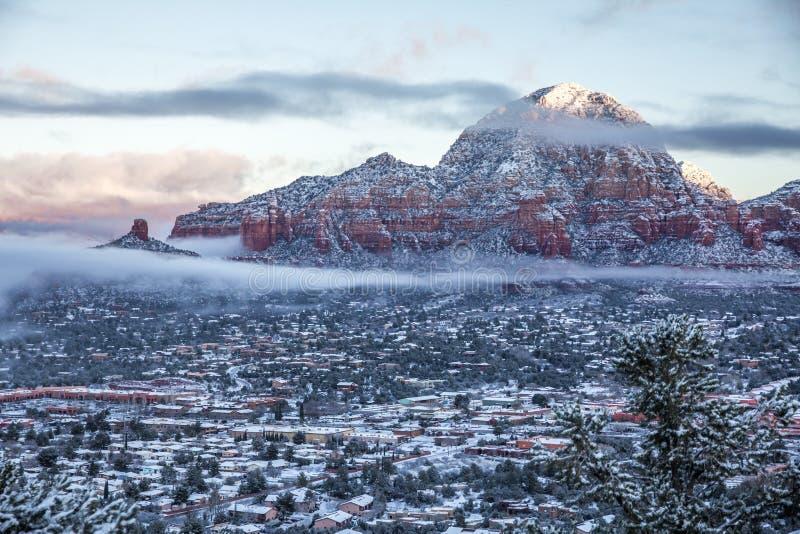 亦称资本小山雷山和烟囱在降雪以后晃动 免版税库存照片