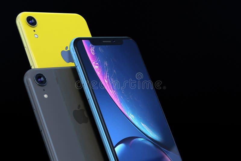 产品被射击iPhone XR蓝色和黄色在黑背景 免版税图库摄影