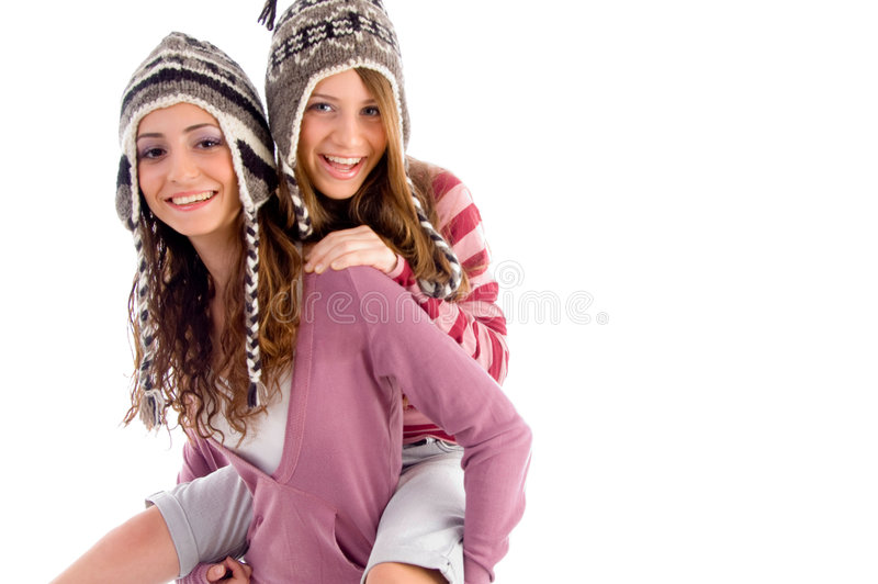 产生她的朋友女孩扛在肩上对年轻人 库存照片