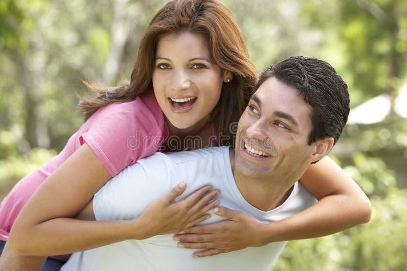 产生户外人扛在肩上妇女年轻人 库存照片