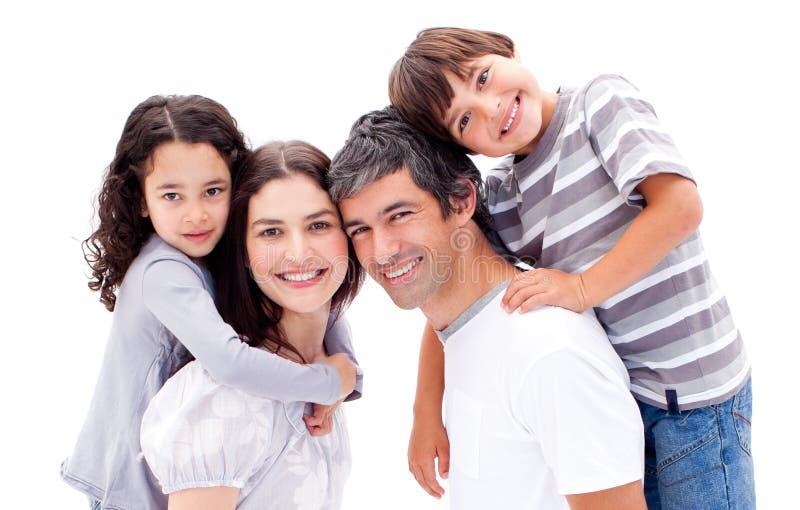 产生父项的子项扛在肩上他们的乘驾 库存照片