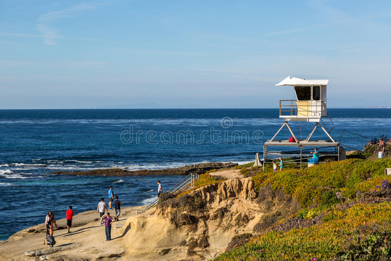 享受一美好的天的本机和游人在冬时在圣地亚哥在南加利福尼亚使,美国靠岸 免版税库存图片