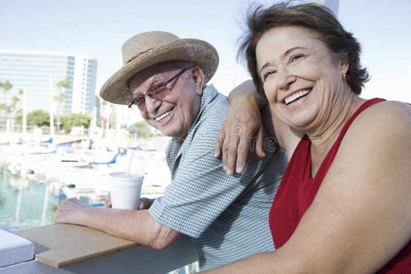 享受假期的成熟夫妇 库存图片