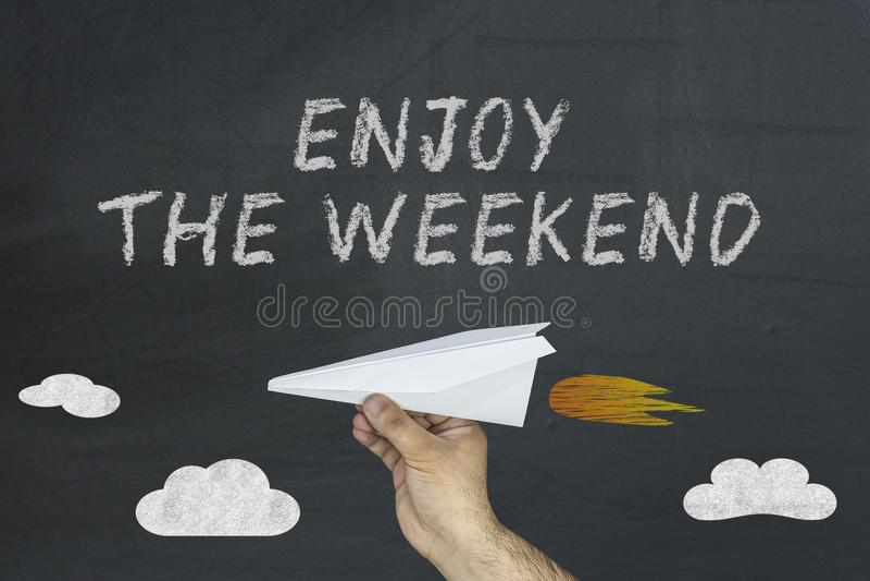 享受周末和飞行纸飞机 免版税图库摄影