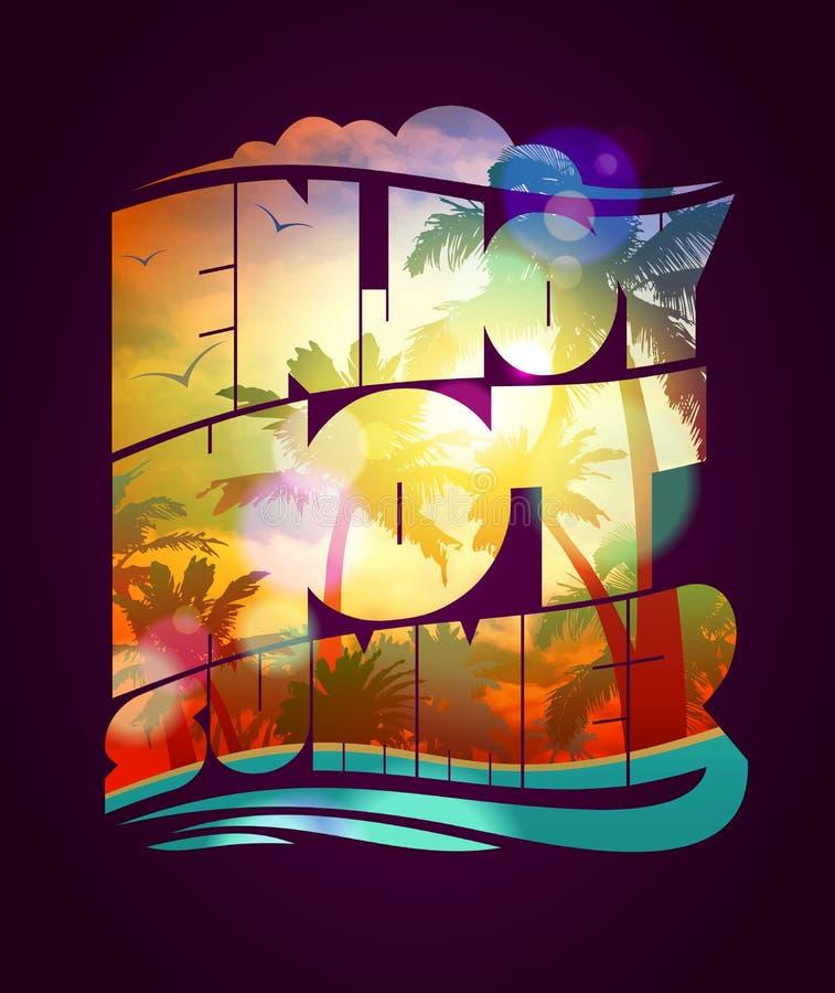 享受热的夏天文本设计,与与日落热带背景剪影的愉快的假期卡片 皇族释放例证