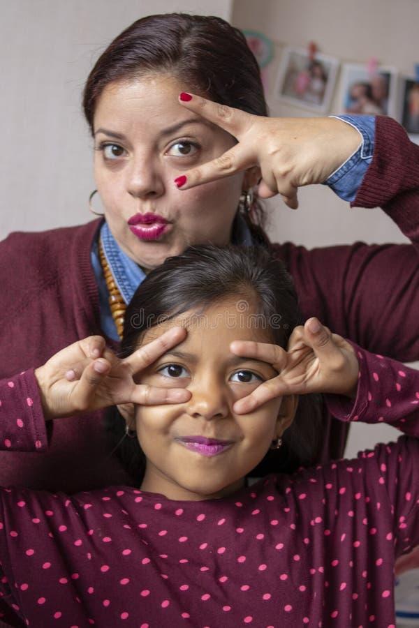 享受特别片刻的母亲和女儿 库存照片