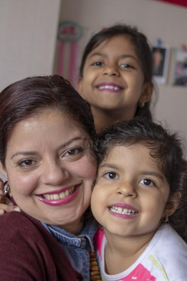 享受特别片刻的母亲和女儿 库存图片