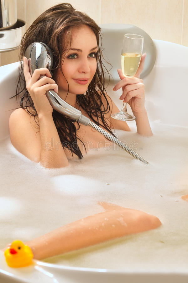 享用妇女的浴 库存图片
