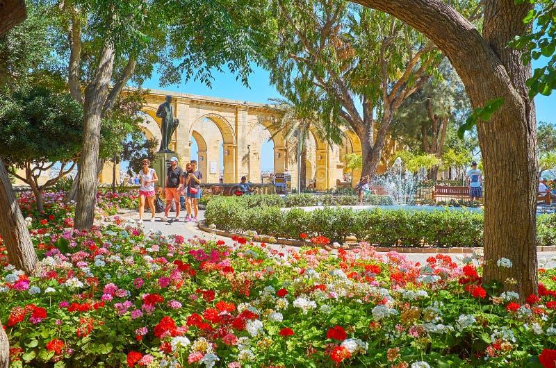 享用瓦莱塔,马耳他上部Barrakka庭院  库存图片