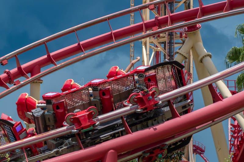 享用的人们使好莱坞裂口乘驾Rockit过山车惊奇在环球影业14 库存图片