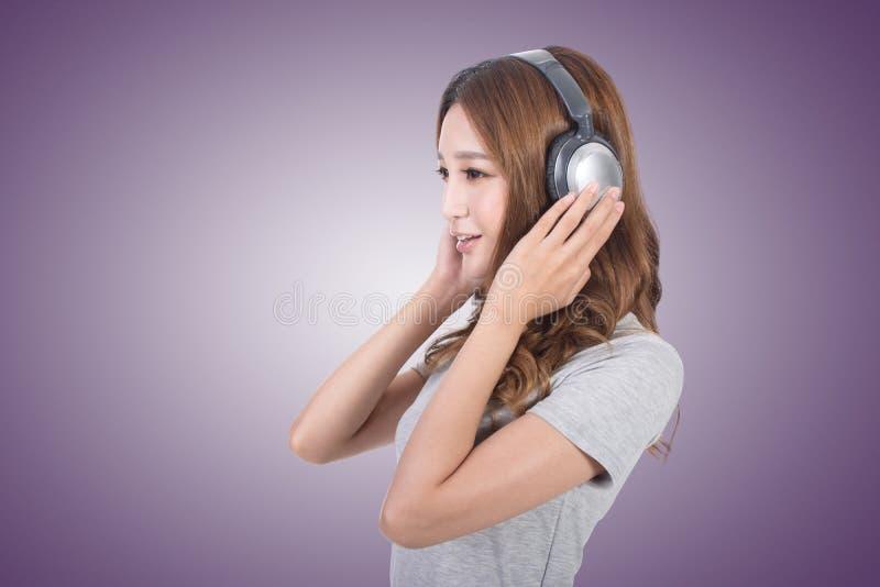 享用音乐妇女 图库摄影