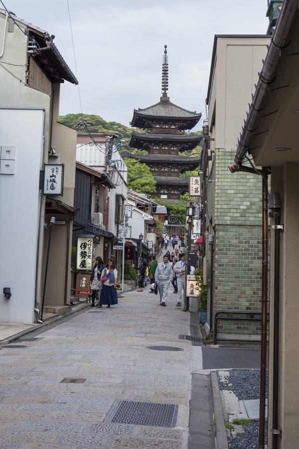 京都,日本- 2014年5月01日:Yasaka塔和Sannen Zaka Stree 免版税库存图片