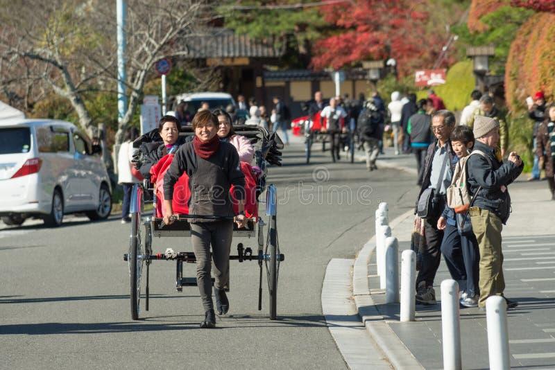 京都,日本- 11月26 :人力车在京都, 11月的日本 免版税库存图片