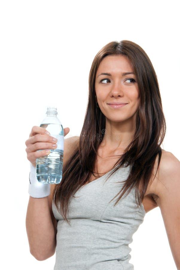 亭亭玉立瓶饮用的藏品仍然浇灌妇女 免版税库存照片