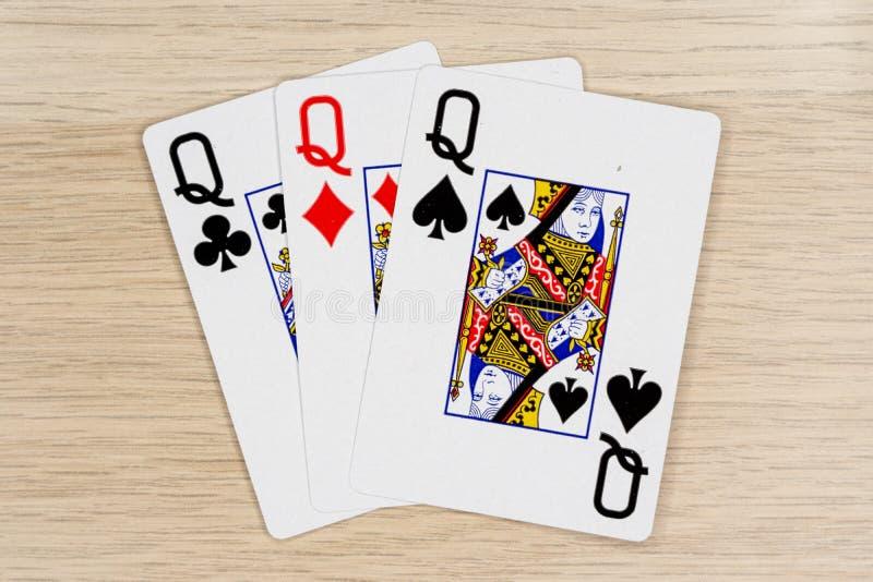 3亲切的女王/王后-打啤牌牌的赌博娱乐场 免版税图库摄影
