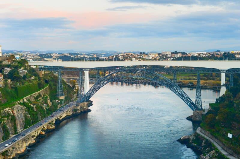 亲王桥梁杜罗河河波尔图 免版税库存图片