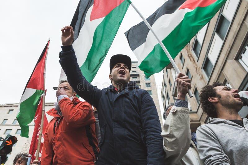 亲巴勒斯坦示威者比赛犹太旅团 图库摄影