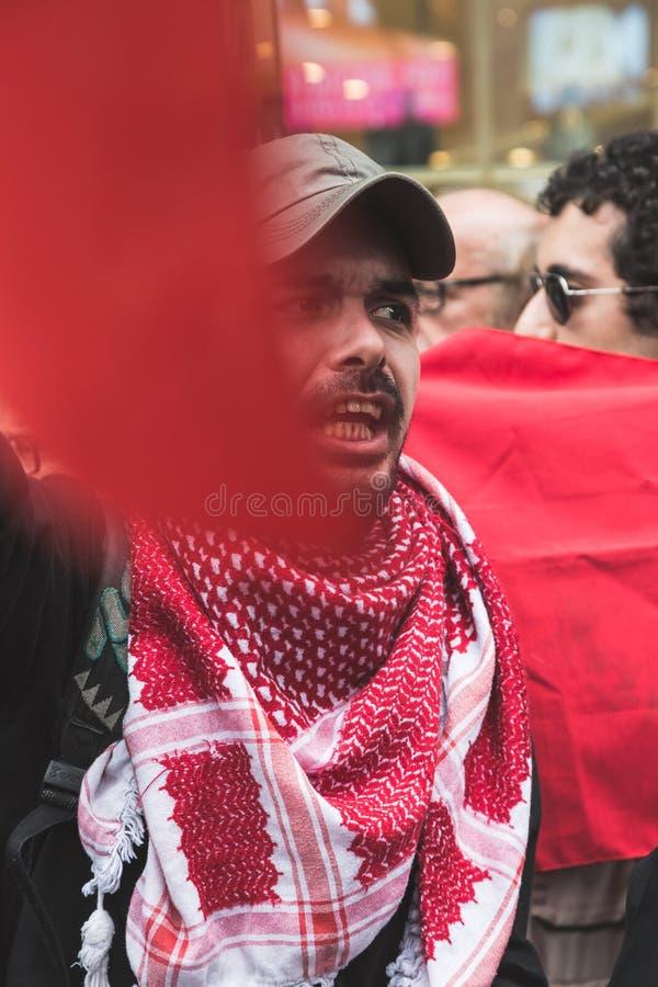 亲巴勒斯坦示威者比赛犹太旅团 免版税库存照片